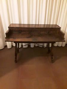 Escritorio de campo san filippo en nogal brezo período 1600 mueble intacto l132xp68xh92 garantía lucchese términos de ley