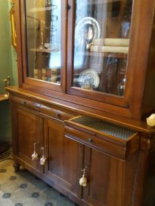 Sideboard with riser end 800