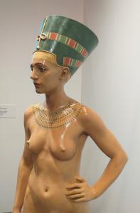 Terracotta  raffigurante  la Nofretete