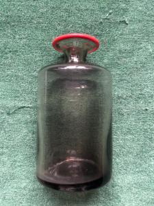 Бутылка-баночка из дутого стекла с подписью Венини.