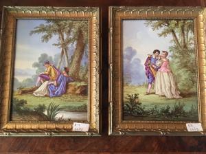 Coppia di porcellane istoriate con cornici dorate.Francia XIX secolo