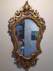 Espejo veneciano de mediados del siglo XVIII.