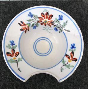 有花卉装饰的圆的剃板法国。