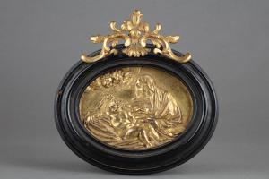 Placca ovale in bronzo dorato