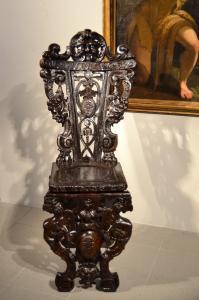 Cadeira ricamente esculpida em estilo renascentista, Toscana do século 18