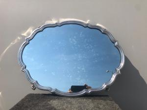 带有镜面的银色托盘。Stefani制造。博洛尼亚。