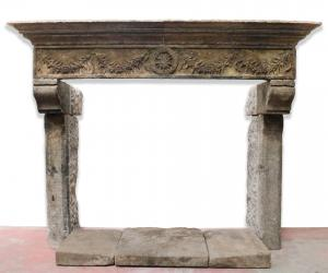 Ancient stone fireplace cm 237x188 h. Period 1500.