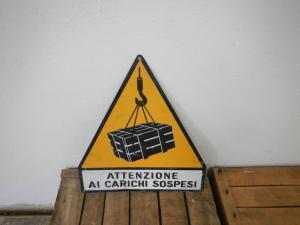 dreieckige Plakette aus den 70er Jahren