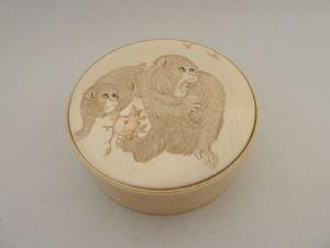 Box ivory monkeys