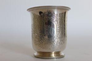 Caneca antiga em prata de lei 925 datada de 1867 ourives Edward e John Barnard