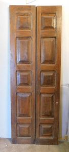pti577 door with 10 rusticated panels, walnut, late 18th century; height 230 cm x wide 80 cm