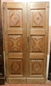 pti591 a carved walnut door, mis. cm112 xh 215 x 3.5