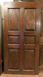pti592 a lozenge door in walnut, '700 era, Piedmontese, cm 99.5 xh 204 cm 3.5