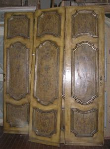 ptl404 three 18th century lacquered double doors, mis. h cm 240 x wide 123 cm