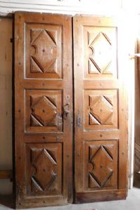 ptn161 door in Piedmontese walnut, period '600, mis. cm h 260 x 155 x 6 cm thick