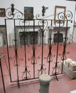 Ancient wrought iron railing. Period 1800.