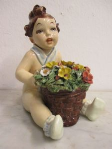 Figurine child with flowers - signed Arturo Pannunzio - 30s - 40s - beautiful!