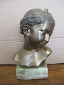 Bronze statue of a child on an onyx base - girl - 900