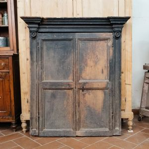 Antique frame with doors and lacquered traces
