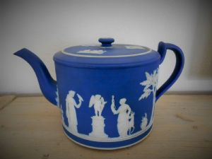 ART TEAPOT WEDGWOOD. 324