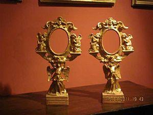 Coppia di reliquiari in legno intagliato e dorato